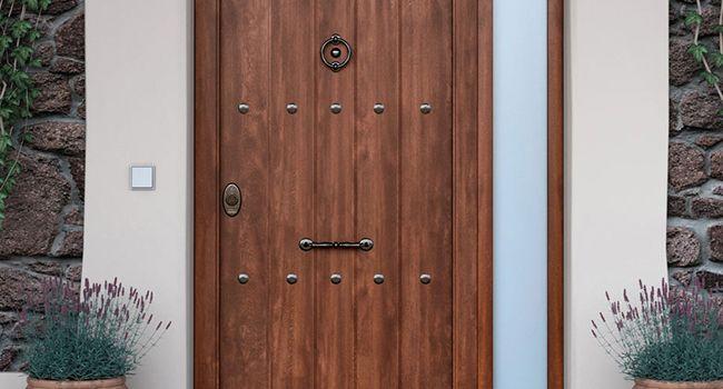 Carpinteros en sevilla puertas-de-seguridad-madera-carpintero-2